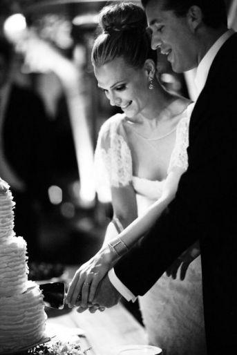 cutting-the-cake-wedding